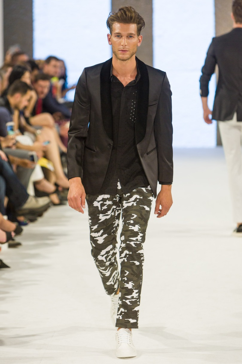 shayne-gray-TOM-aug-20-runway-Dalla-1284